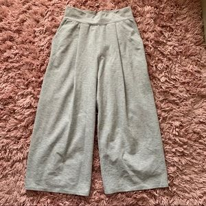 Lululemon Feel The Pleat crop culottes pants